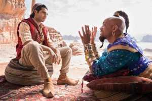 "Mena Massoud sebagai Aladdin bersama Will Smith pemeran Genie dalam film Disney's ""Aladdin,"" yang disutradarai Guy Ritchie."