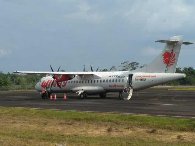 Wings Air mendarat di Bandara Muhammad Taufiq Kiemas, Krui, Selasa (14/5/2019). Foto Istimewa