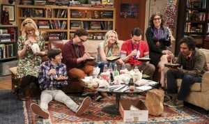 "Dari kiri Melissa Rauch, Simon Helberg, Johnny Galecki, Kaley Cuoco, Jim Parsons, Mayim Bialik dan Kunal Nayyar muncul di scene akhir ""The Big Bang Theory"". (Michael Yarish/CBS via AP)"