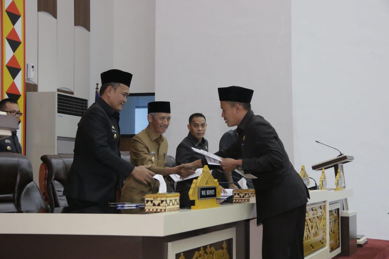 Paripurna DPRD Pringsewu dihadiri Bupati Sujadi dan Wabuh Fauzi, Selasa (21/5/2019). Foto Istimewa ewa