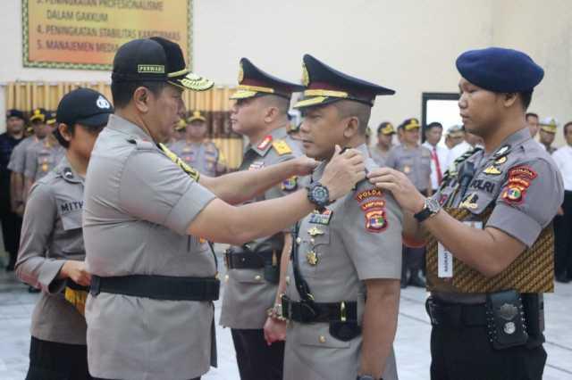 Kapolda Lampung Irjen Pol Purwadi Arianto memimpin Sertijab Wakapolda Lampung dari Brigjen Tedy MInahasa kepada Kombes Rudi Setiawan, Jumat (17/5/2019). Foto Istimewa