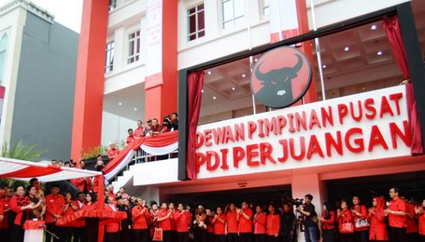 Megawati Soekarnoputri, meresmikan kantor baru DPP PDIP di Jalan Diponegoro No.58, Jakarta, 1 Juni 2015. Setelah Peristiwa 27 Juli 1996 meletus kantor tersebut direbut oleh massa pendukung PDI versi Kongres Medan, Soerjadi. TEMPO/Imam Sukamto