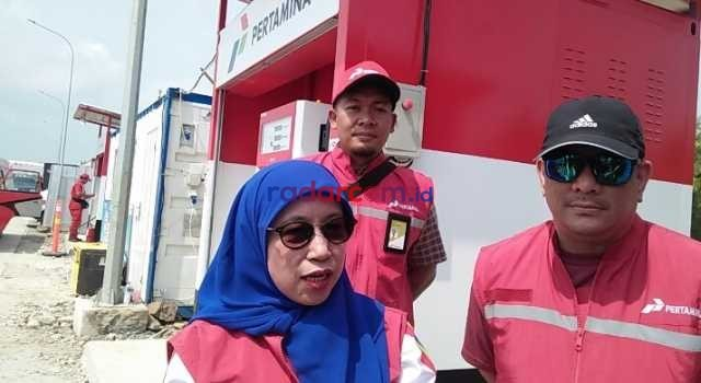 GM Pertamina MOR ll Sumbagsel Primarini saat meninjau rest area Km 33 Jalan Tol Trans Sumatera, Lampung Selatan, Minggu (2/6/2019). Foto Hendra Irawan/radarcom.id©2019
