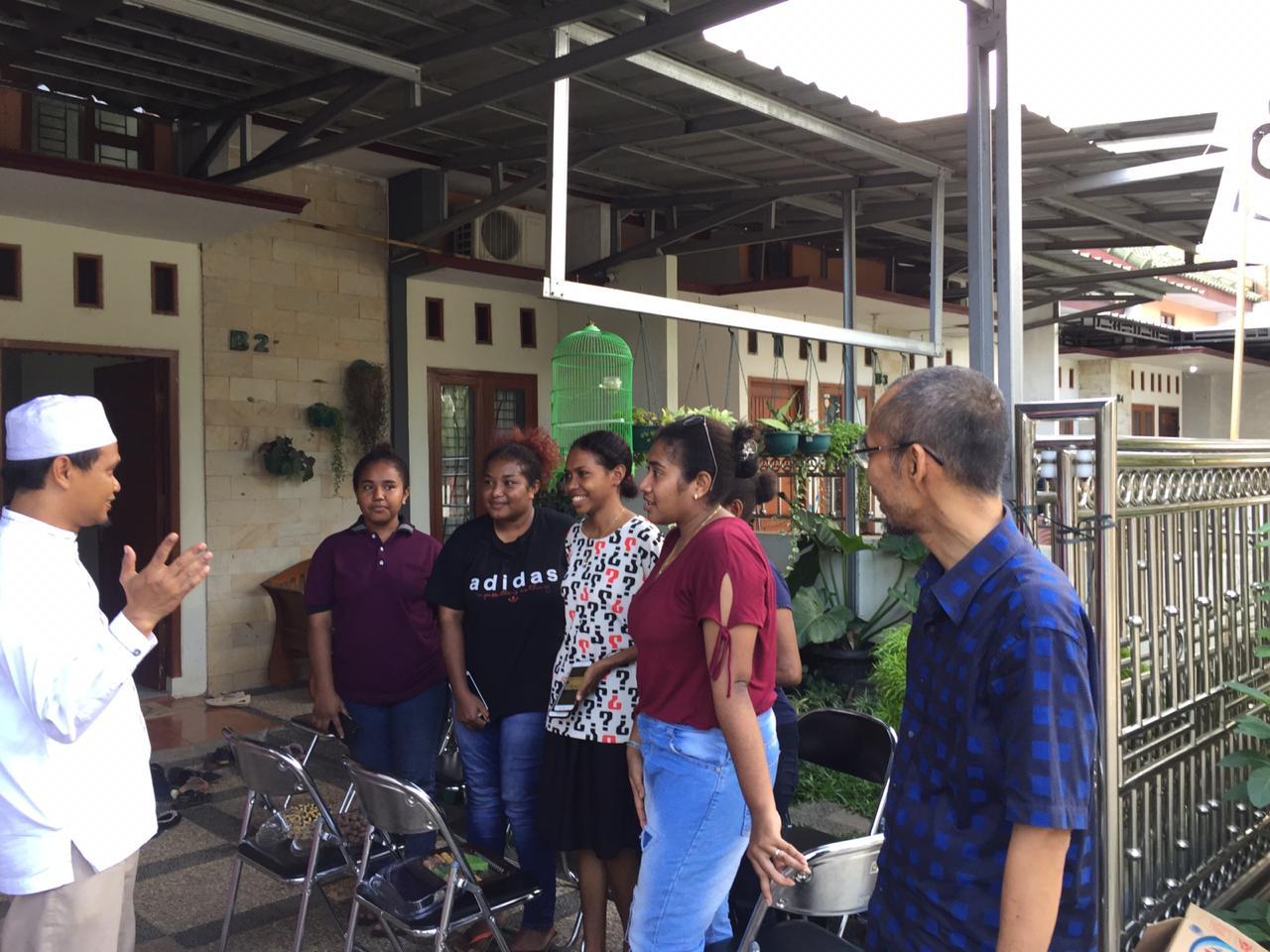 Anggota DPD RI terpilih Abdul Hakim (paling kanan) juga menghadiri open house halal bihalal PKS Lampung di kediaman ketua umum PKS Lampung H. Ahmad Mufti Salim, Senin (10/6/2019). Foto Istimewa