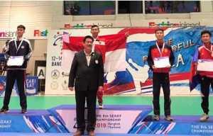 Ari Saputra saat meraih emas di Thailand. Foto Istimewa