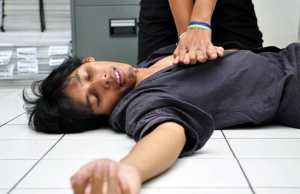 Ilustrasi pertolongan pertama orang yang terkena Serangan Jantung. TEMPO/Wisnu Agung Prasetyo