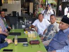 Andi Surya saat bertemu Anna Morinda di RM Pawon Mas, beberapa waktu lalu. Foto Istimewa