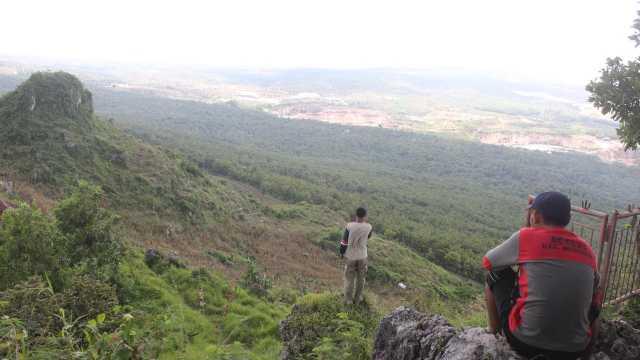 Bukit Pencu, salah satu tempat wisata alam populer yang terletak di jajaran Pegunungan Kendeng. (Liputan6.com/Ahmad Adirin)