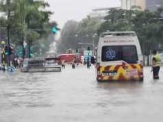 Ambulans terlihat terjebak di air banjir dekat stasiun pemadam Changi pada 23 Juni 2020.[Nicholas Ong/Channel News Asia]