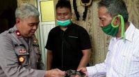 Penyerahan senjata api rakitan kepada Polres Mesuji (ANTARA/HO/Deddy Irawan)