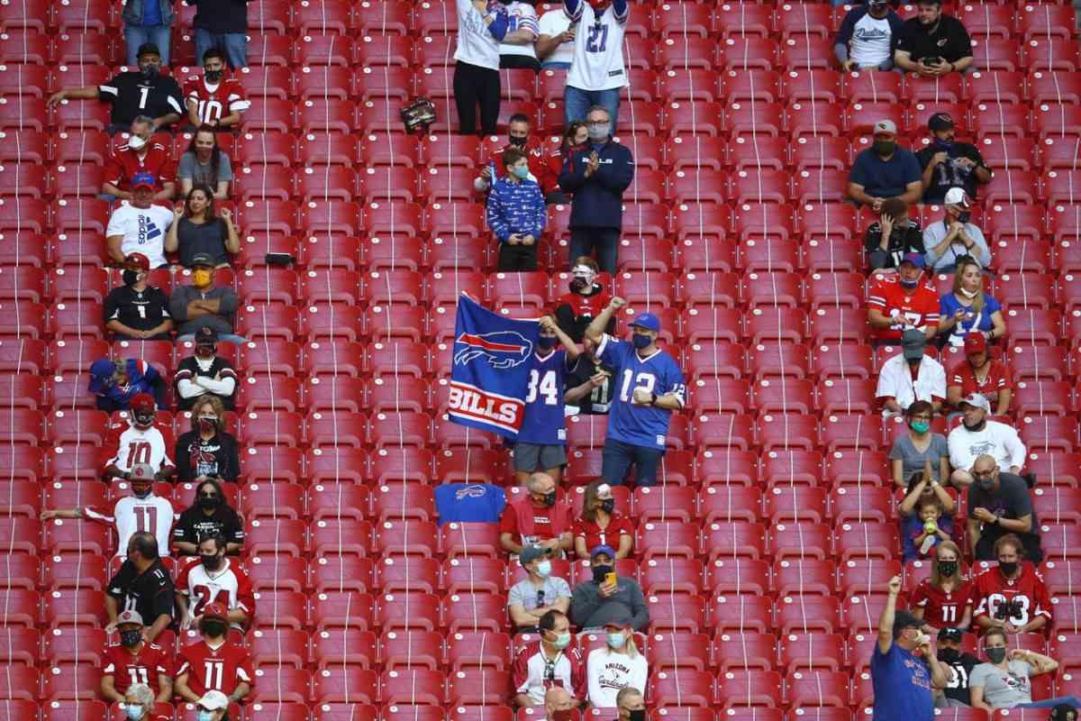 AWAY DAY - Pendukung Buffalo Bills mendukung timnya di kandang Arizona Cardinals, saat musim reguler. (Reuters)