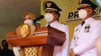 Wali Kota Metro Wahdi Siradjudin, didampingi Wakil Wali Kota Metro Qomaru Zaman, usai pelantikan, di Bandarlampung, Jumat. (26/2/2021). (ANTARA/Dian Hadiyatna)
